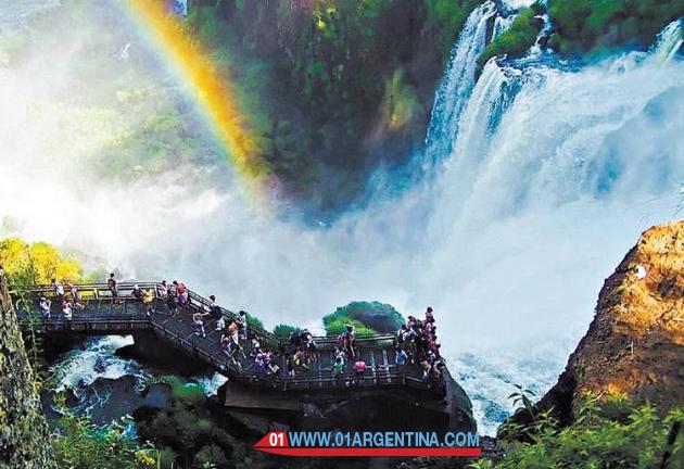 trails at iguazu falls